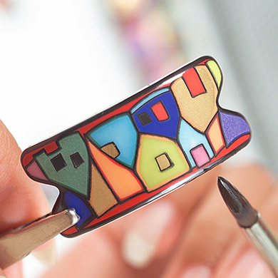Painting a Hommage á Hundertwasser Street Rivers enamel