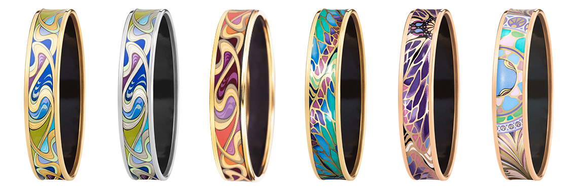 Bordered Bangles of the Hommage á Alphonse Mucha collection