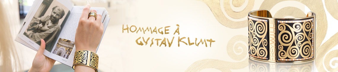 Hommage à Gustav Klimt - Woman is holding a book with a picture of Gustav Klimt, Hommage à Gustav Klimt Bracelet Manchette